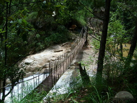 dubious-rope-bridge-dalat.jpg