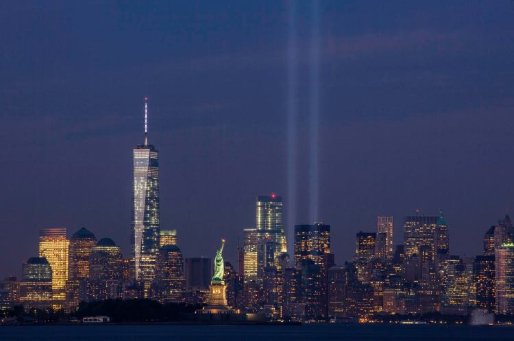 September_11th_Tribute_in_Light_from_Bayonne,_New_Jersey.jpg