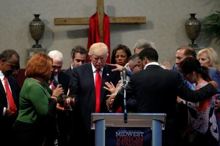 trump_priests